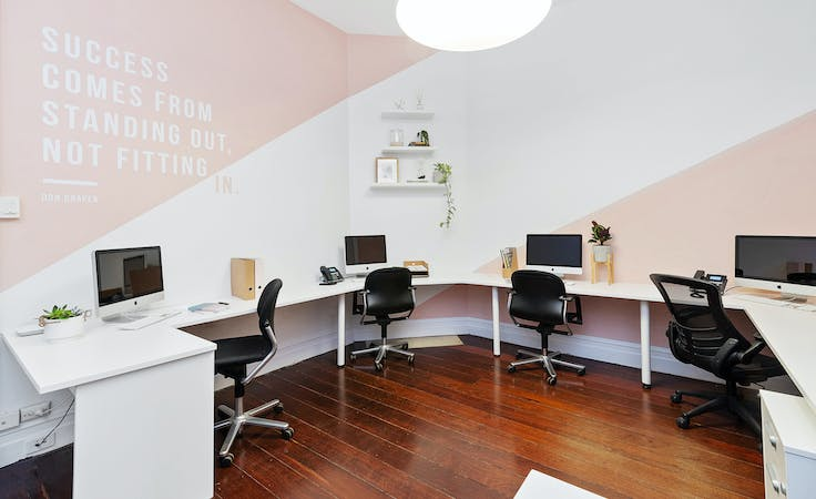 Hot desk at SPACE TO RENT, image 1
