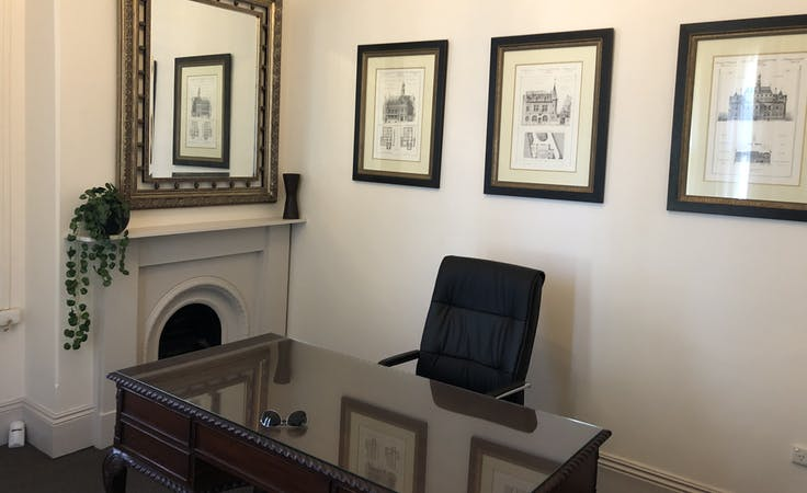 Private office at George House, image 1