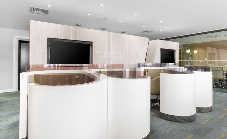 Flexible coworking memberships in Regus St Martins Tower, hot desk at St Martins Tower, image 1