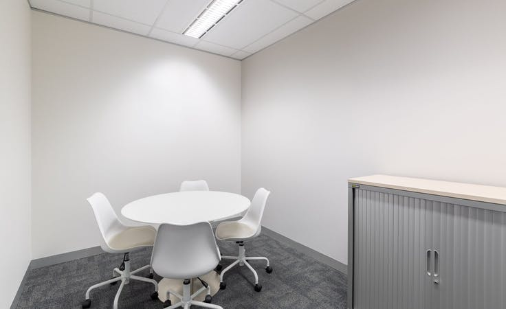 Flexible coworking memberships in Regus St Martins Tower, hot desk at St Martins Tower, image 3