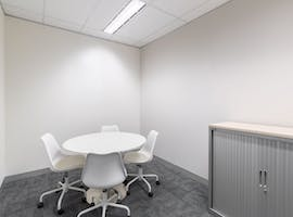 Private office for 4 people in Regus St Martins Tower, private office at St Martins Tower, image 1