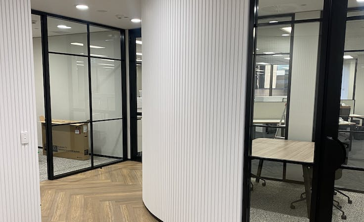 Shared office at 50 KPR, image 1