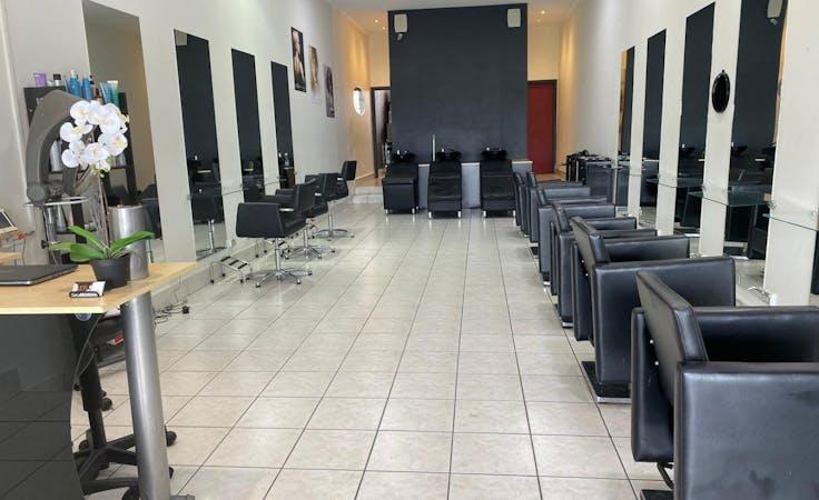 Salon chair for rent , creative studio at Kynk Hair salon, image 1