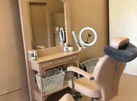Beauty studio, shopfront at BFFlashes, image 1