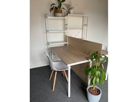 Desk 4, dedicated desk at Rita & Frank Creative Studios, image 1