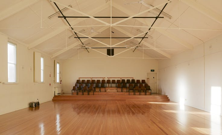 Light-filled creative studio, perfect for large group rehearsals, image 1