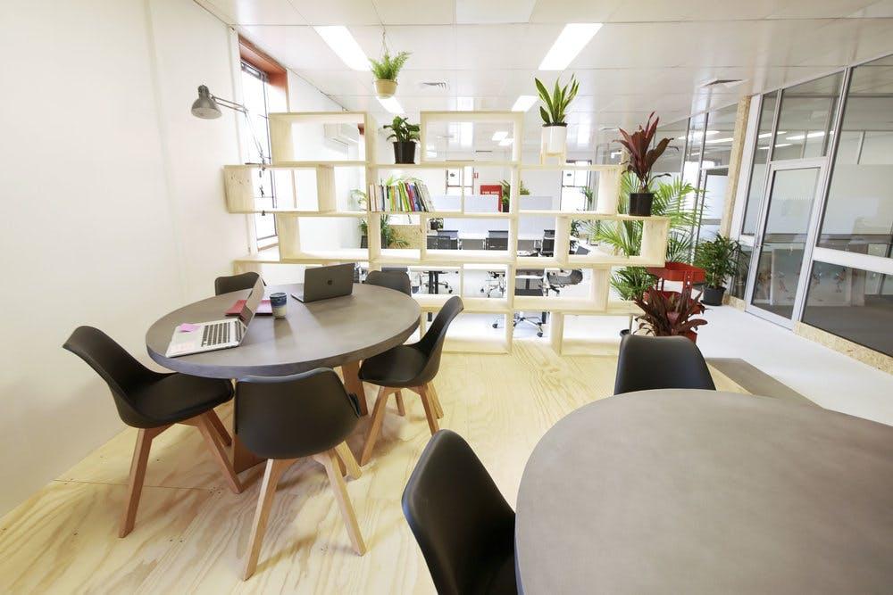 Hot desk at Uptop, image 3