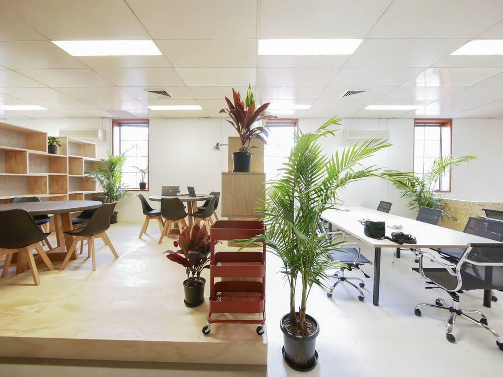 Hot desk at Uptop, image 2