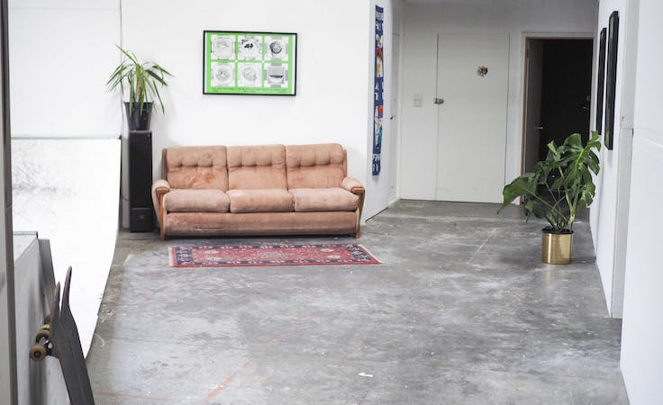 Edgy warehouse space ideal for photoshoots, image 2