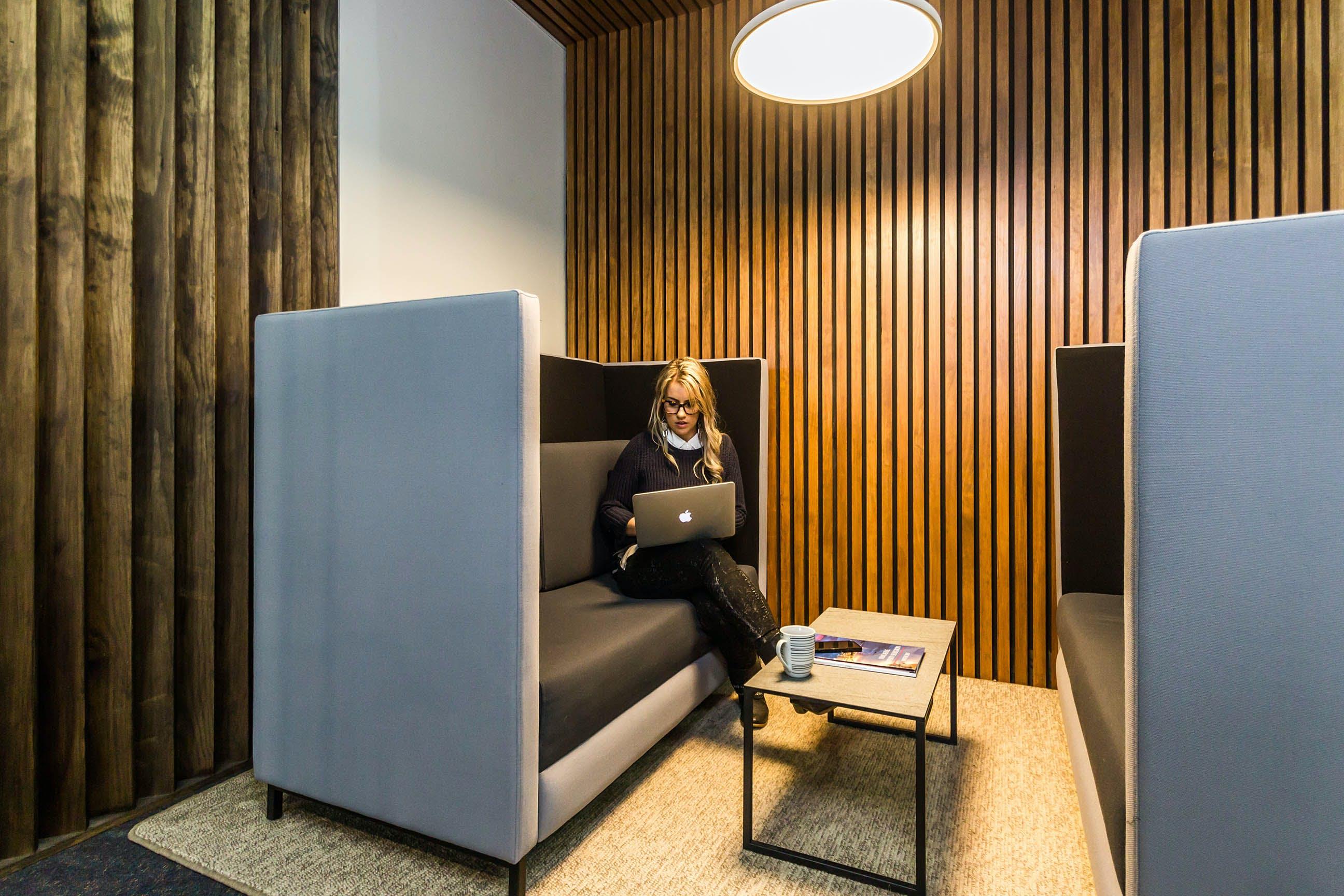 Dedicated desk at DaSH Cowork, image 3
