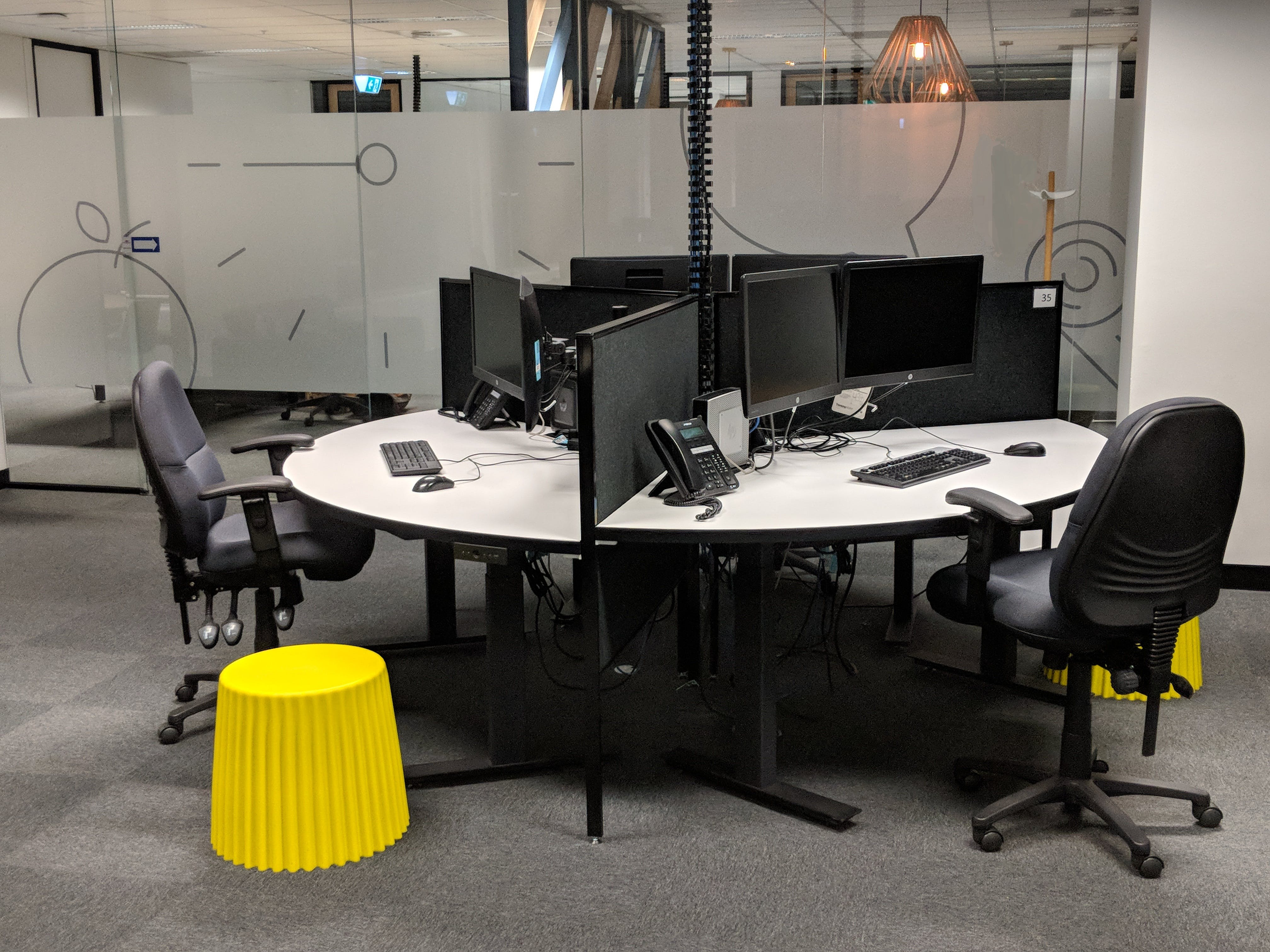 Hydraulic Desk, coworking at Space Station, image 1