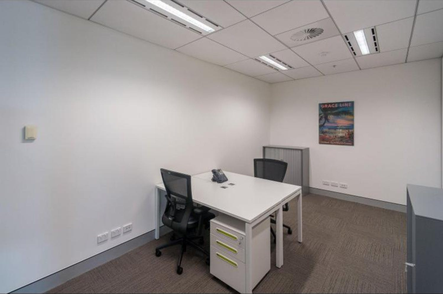 Private office at International Airport - Regus Express, image 1