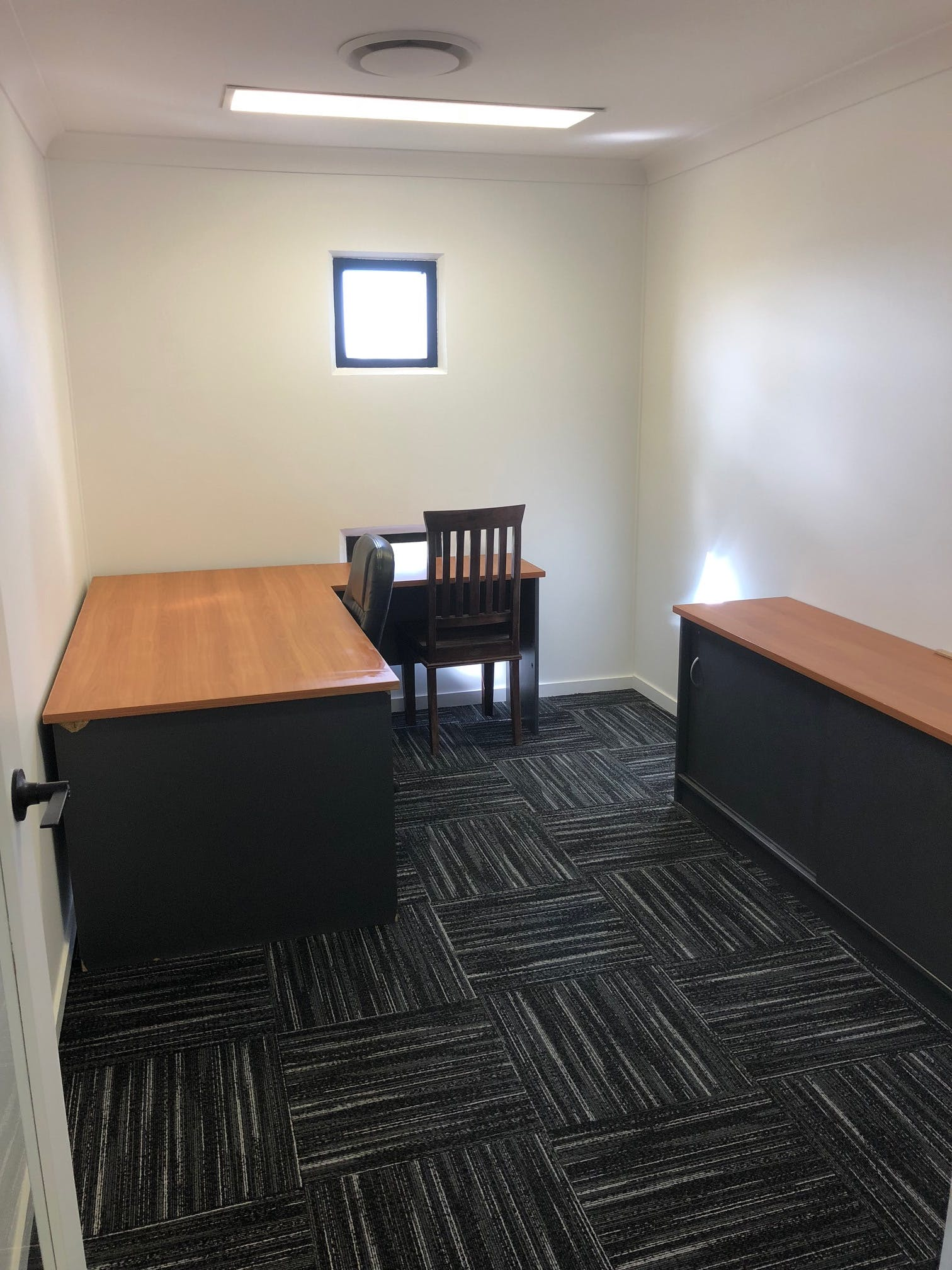 Private office at Burleigh Heads, image 1