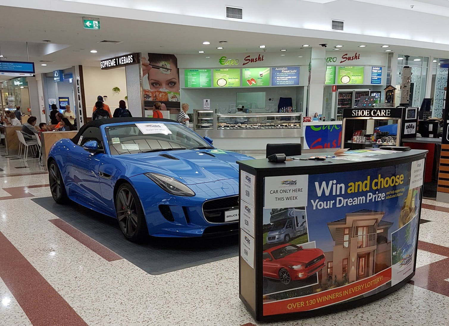 Pop-up shop at Stockland Burleigh Heads, image 1