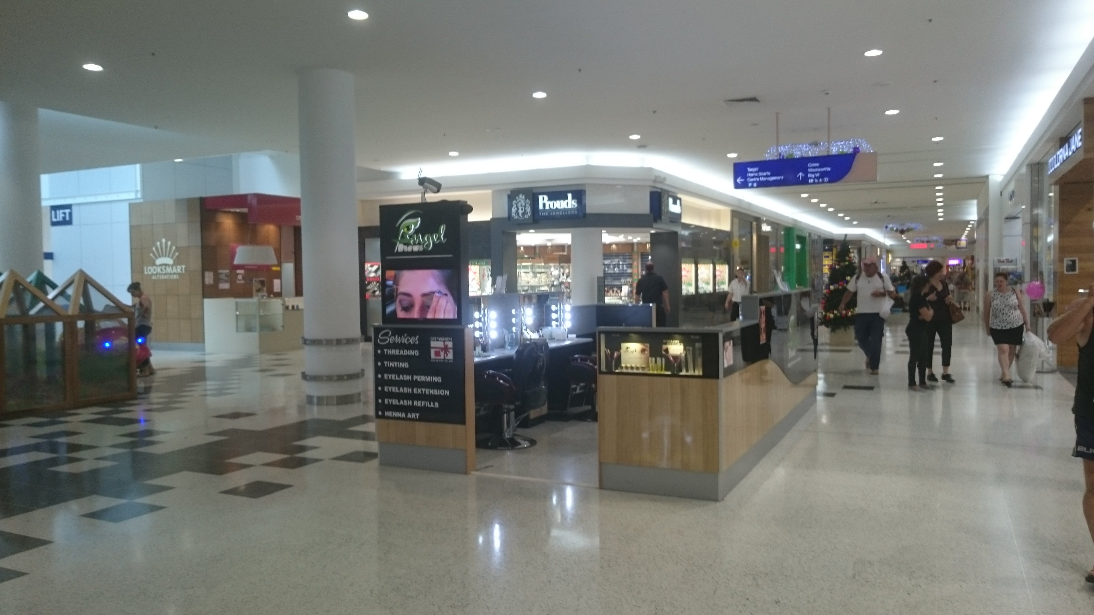 Pop-up shop at Stockland Cairns, image 1