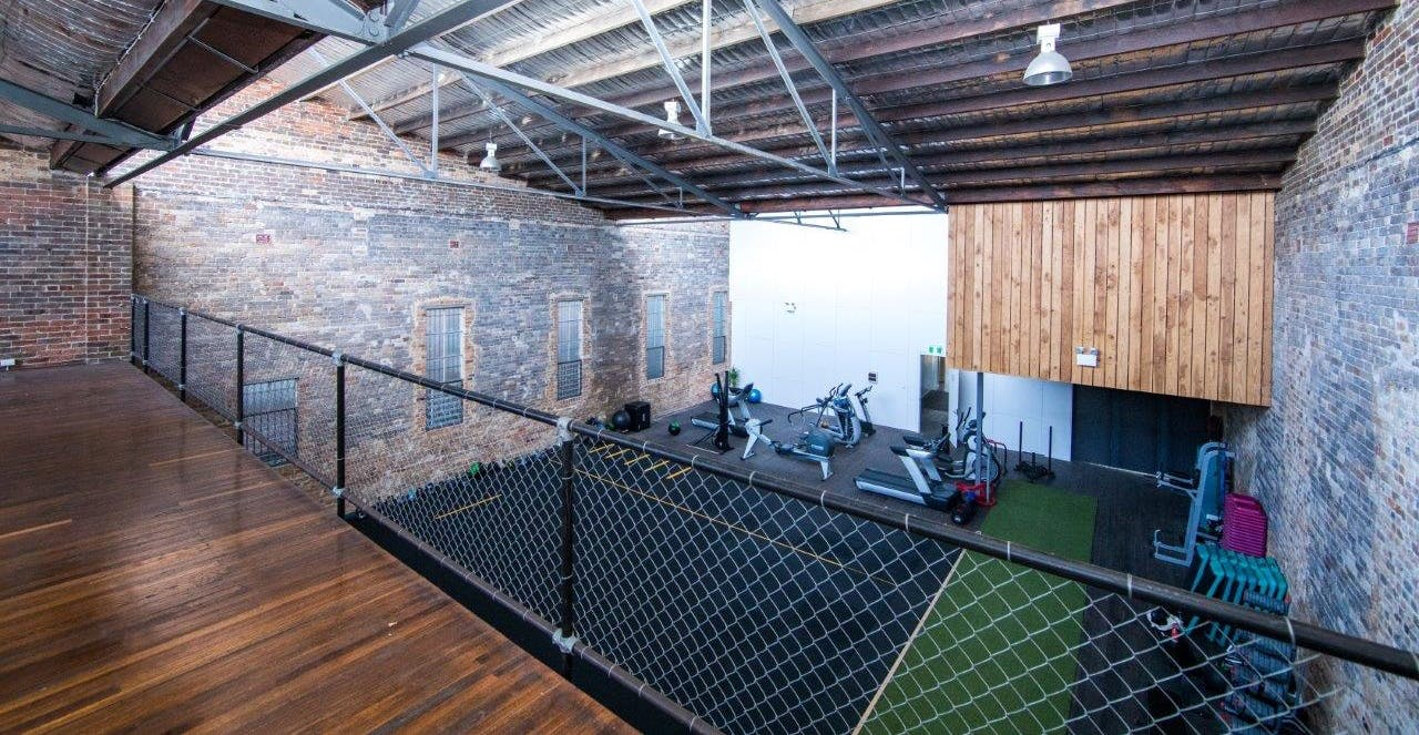 Large multi-functional space, particularly well-suited for a gym, image 1
