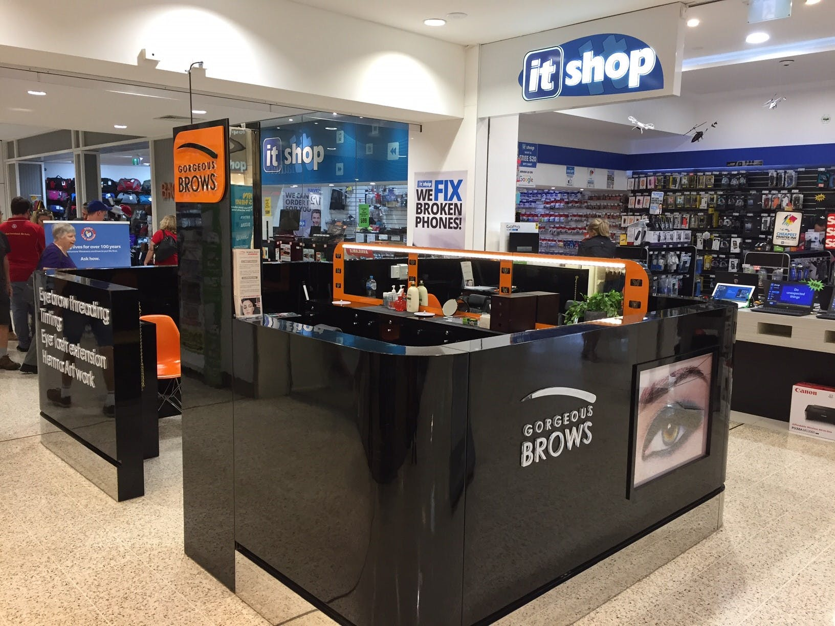 Pop-up shop at Stockland Caloundra, image 1