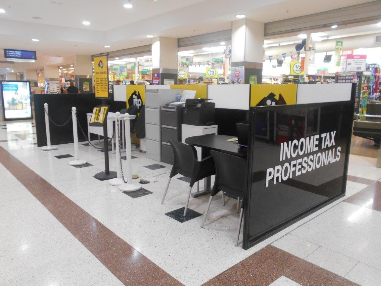 Pop-up shop at Stockland Gladstone, image 1