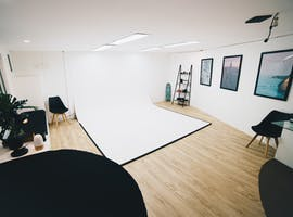 Looking for a private photography studio in Burleigh Heads?, image 1