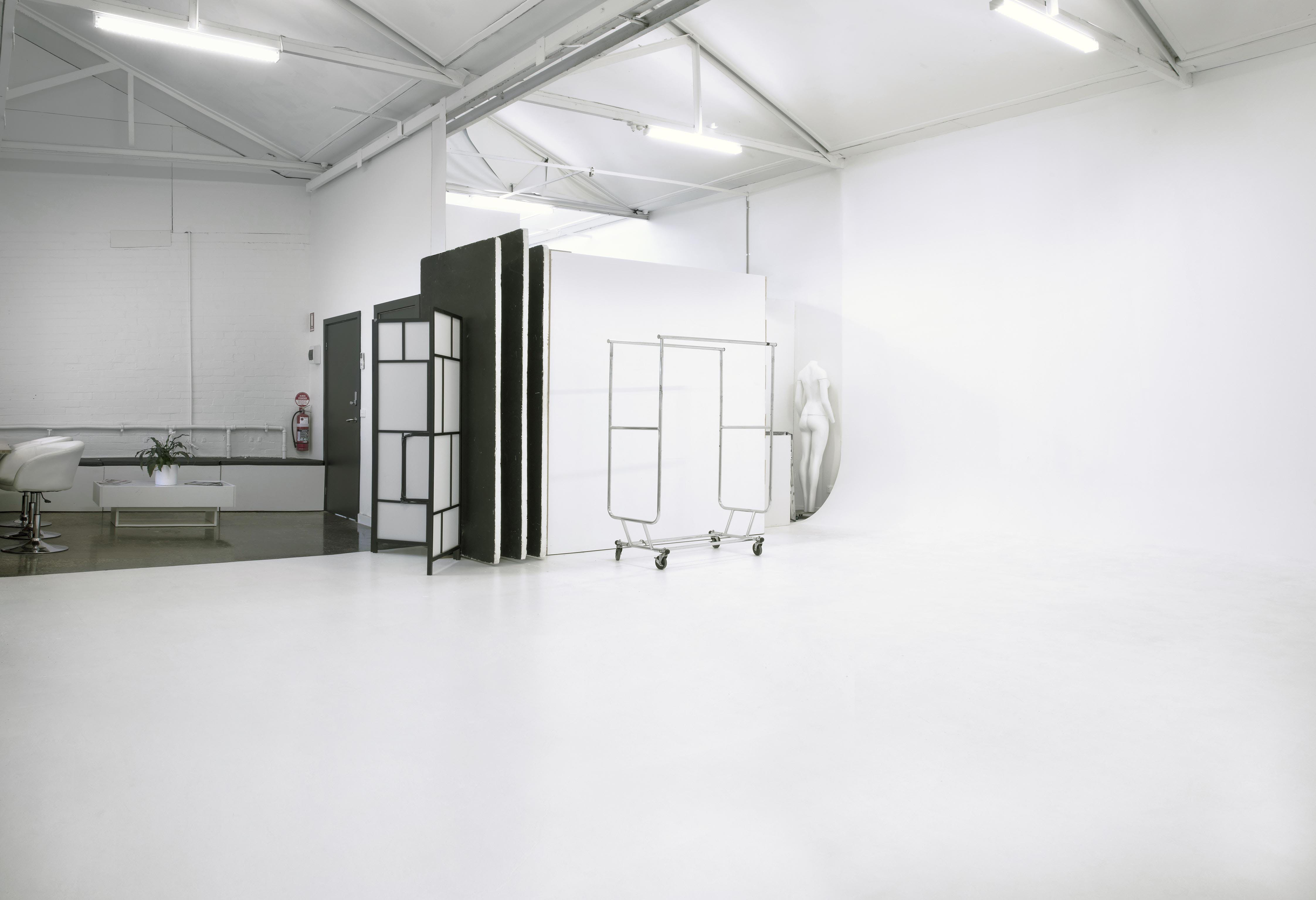 How impressive is the light in this photography studio, image 1