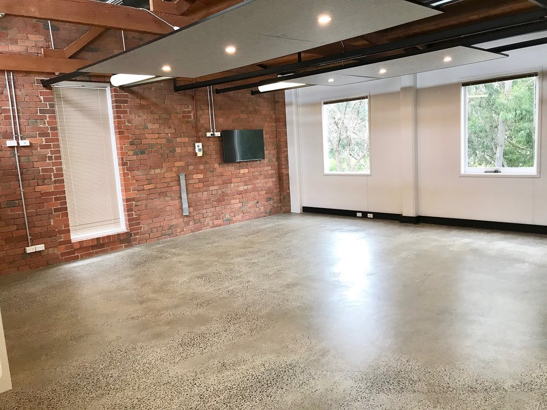 Large studio perfect for hosting a class or workshop, image 1