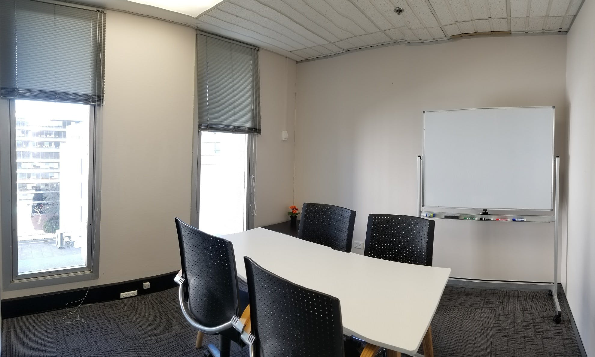 Serviced office at 10 Hobart Place, image 2