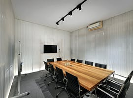 This is a five-star boardroom for the hour or day, image 1