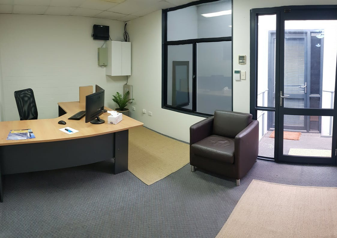Top Floor, private office at 10 Ledgar, image 1