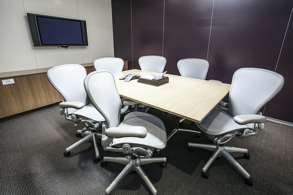 Room 33B, meeting room at Australia Square, image 1