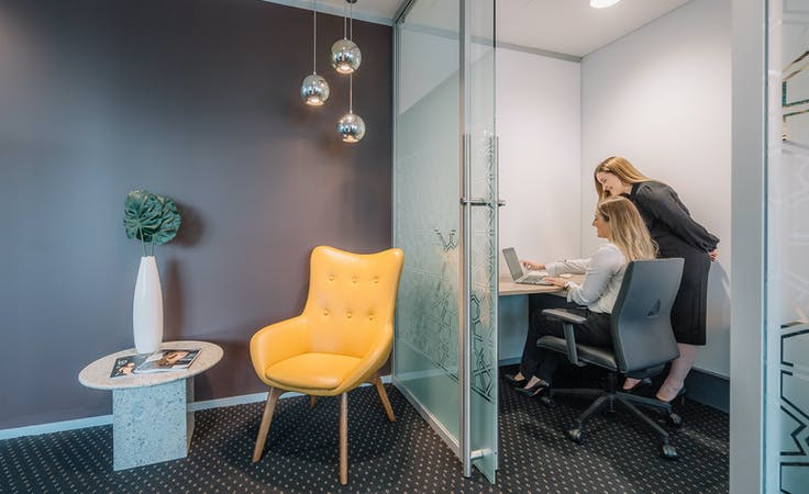 3 Person, private office at Market Street, image 1
