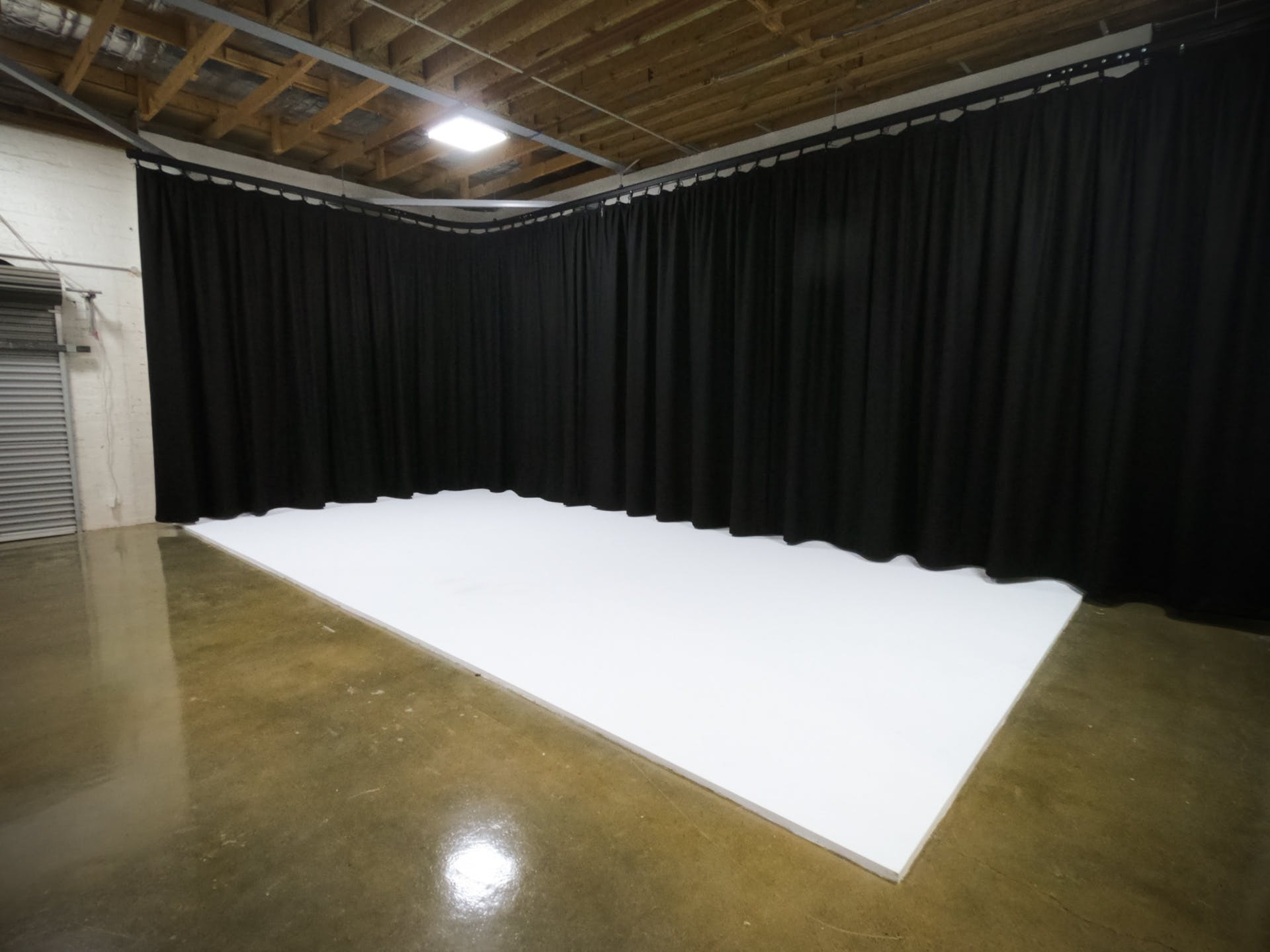 White Cyclorama, creative studio at Balloon Tree Productions, image 5