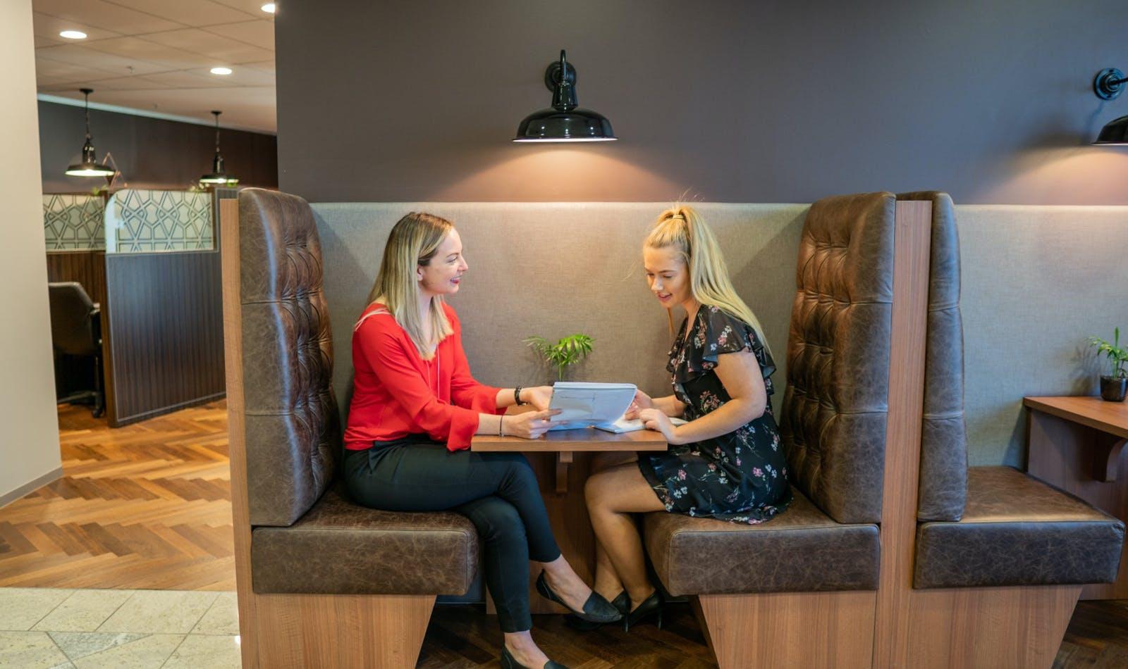 Hot desk at Servcorp Southbank Riverside, image 1