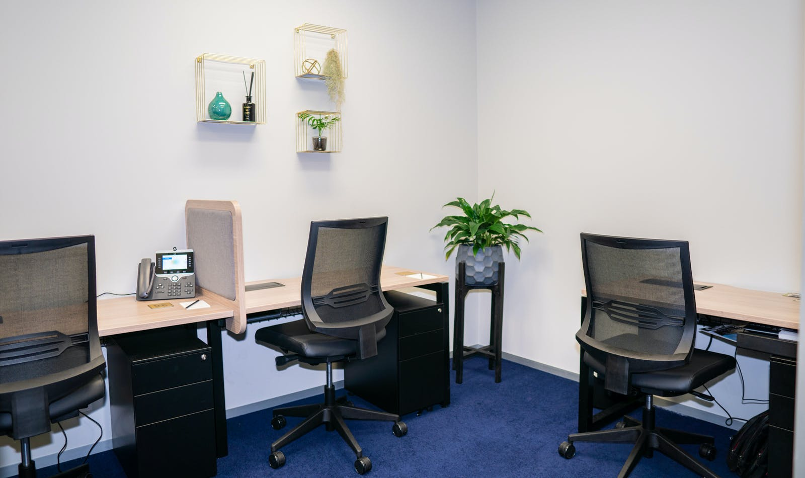 3-person private workspace, serviced office at Servcorp Southbank Riverside, image 1