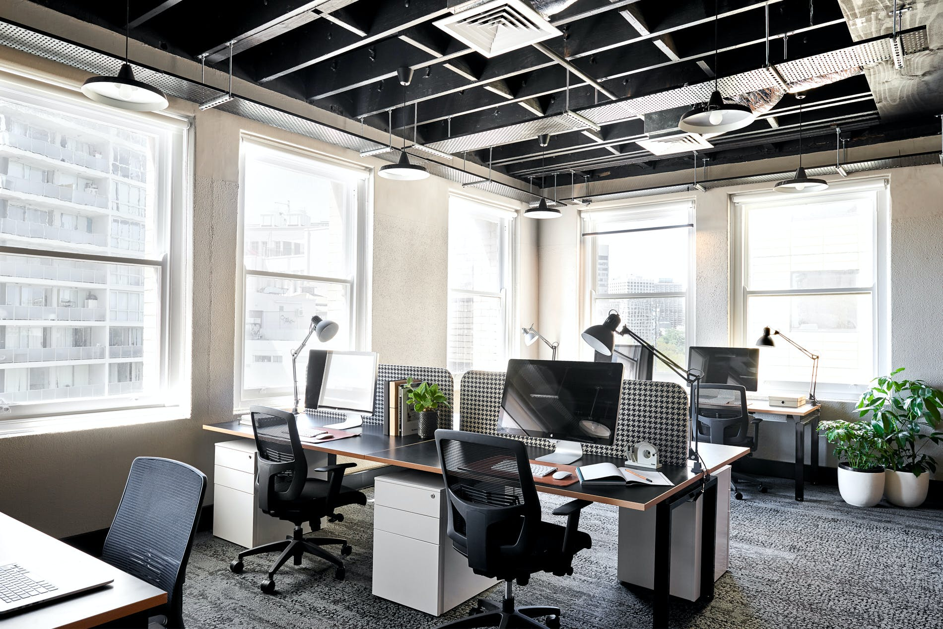 Nomads, hot desk at Plus U, image 1