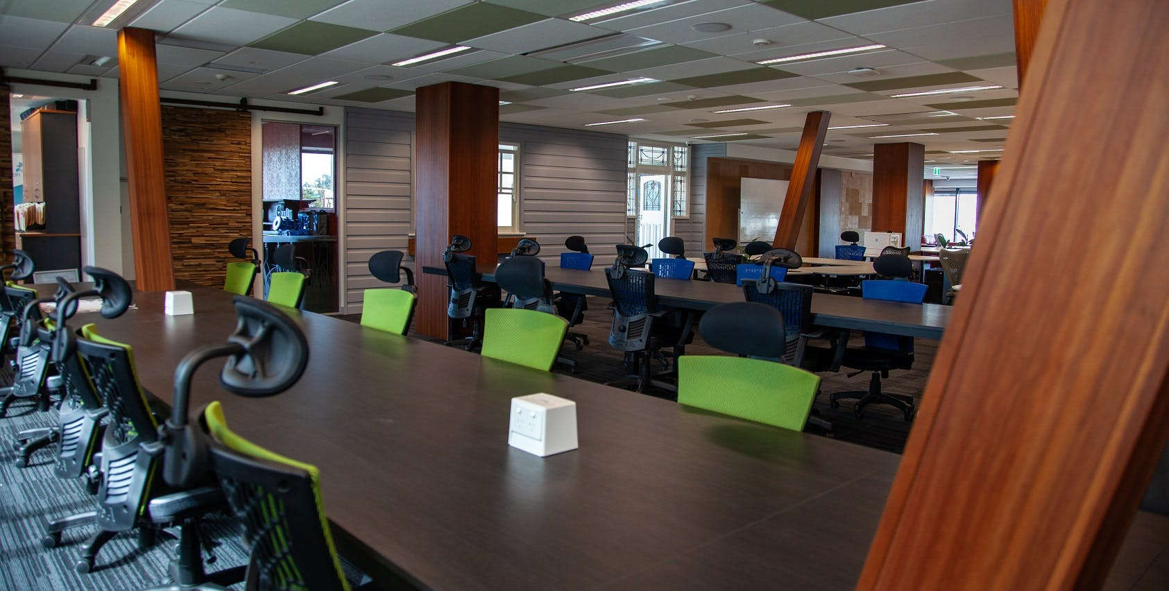 Coworking, hot desk at Officenexus, image 1