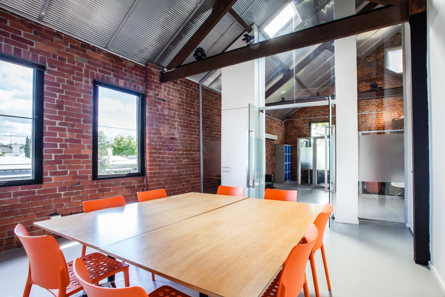 Looking for a shared office flooded with natural light?, image 1