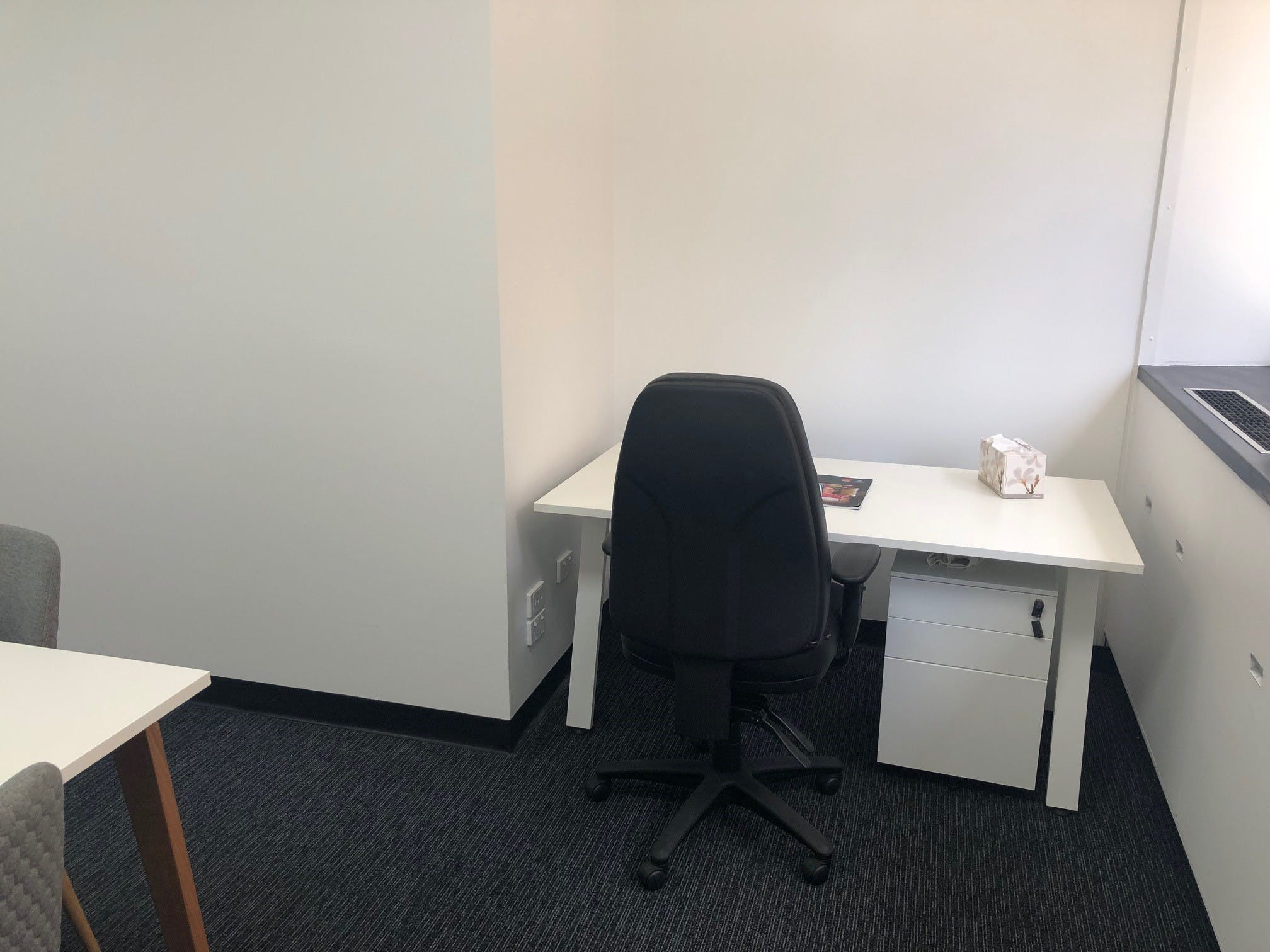 Private office at M1 Centre, image 6