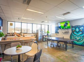 Modern kitchen space ideal for team lunches, image 1