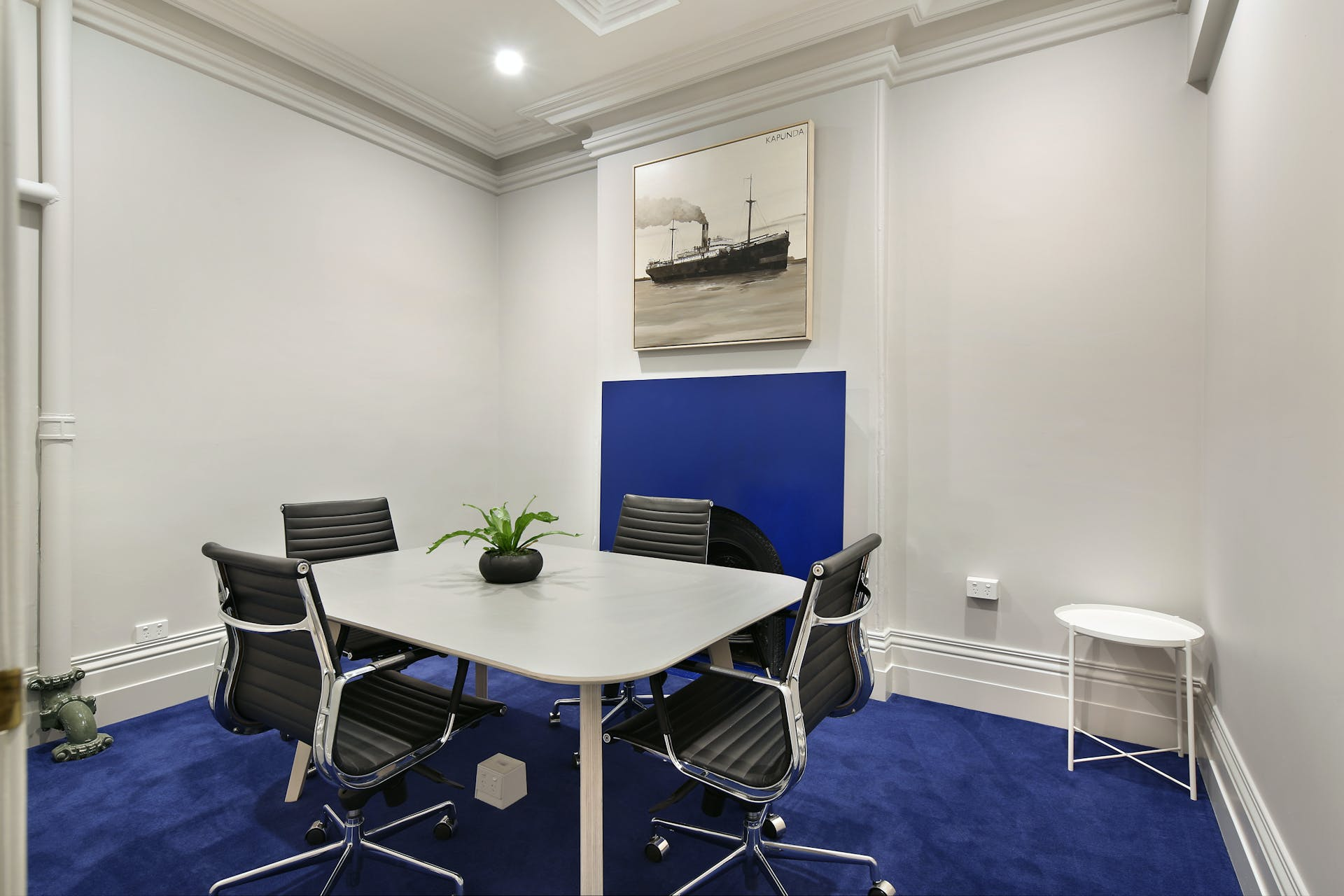 Ground floor, hot desk at 25 King Collective, image 10