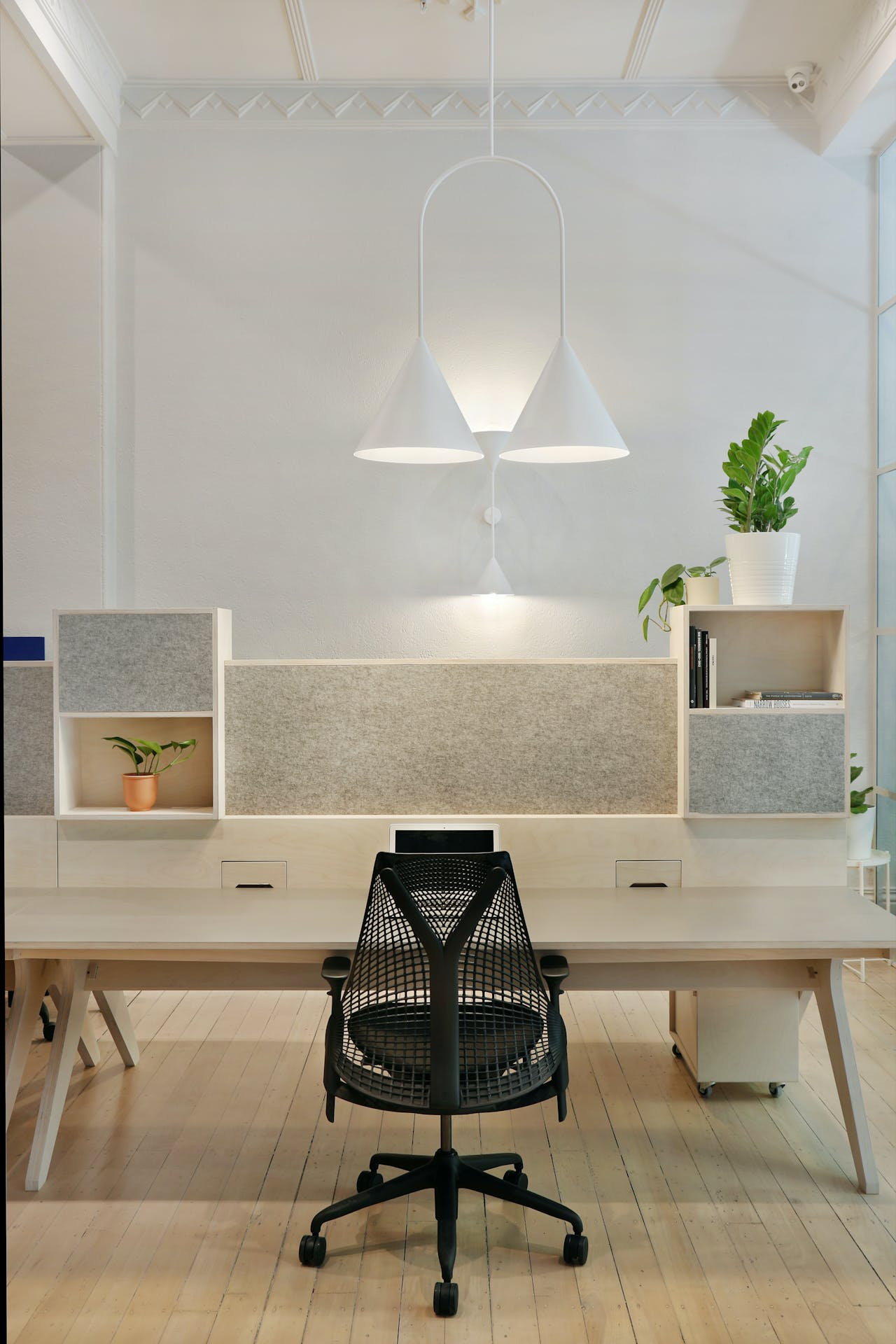 Ground floor, hot desk at 25 King Collective, image 11