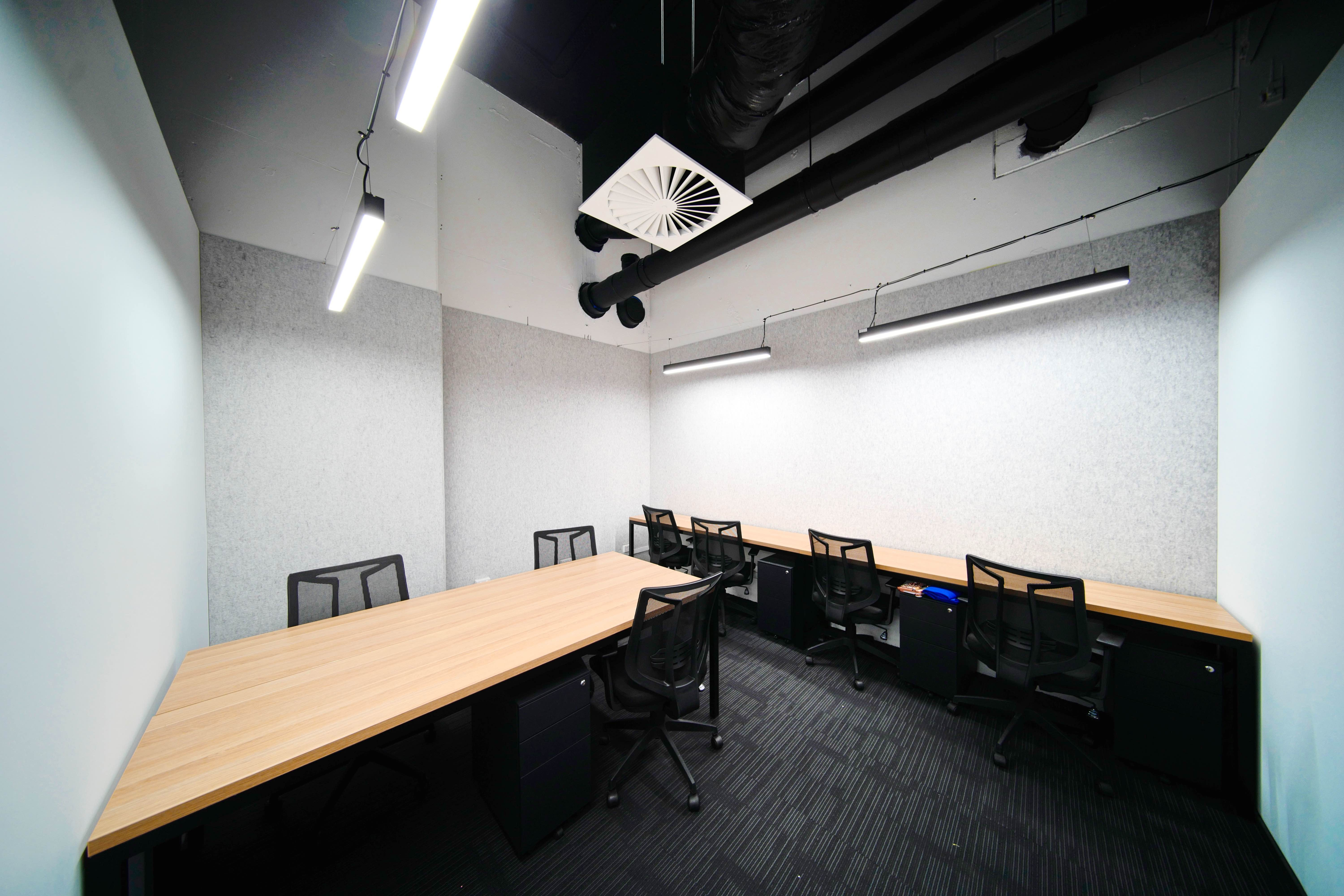 The 11th Space - Business Support Service, meeting room at Collins Tower, image 1