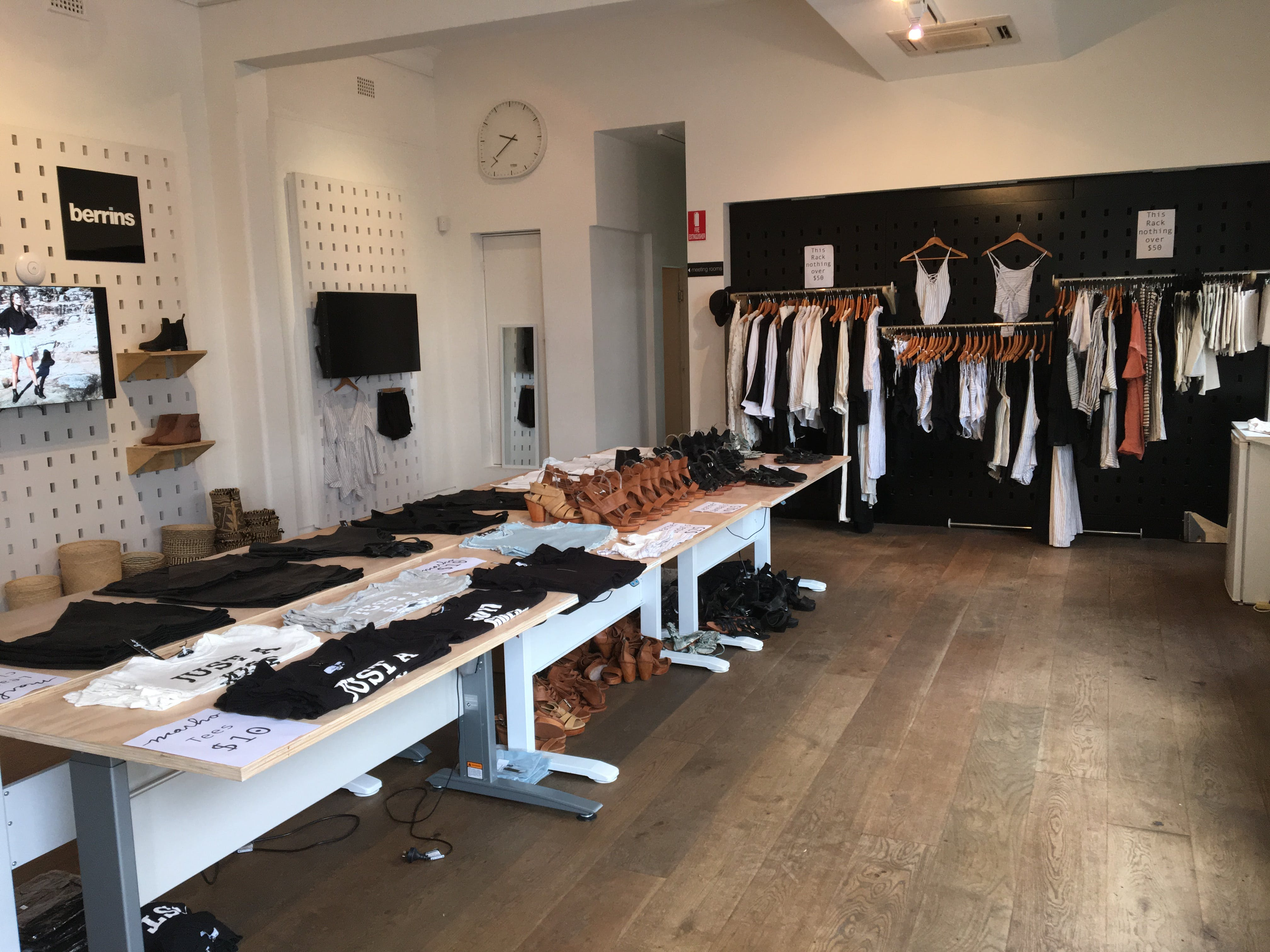 Stylish pop-up shop available on weekends, image 1