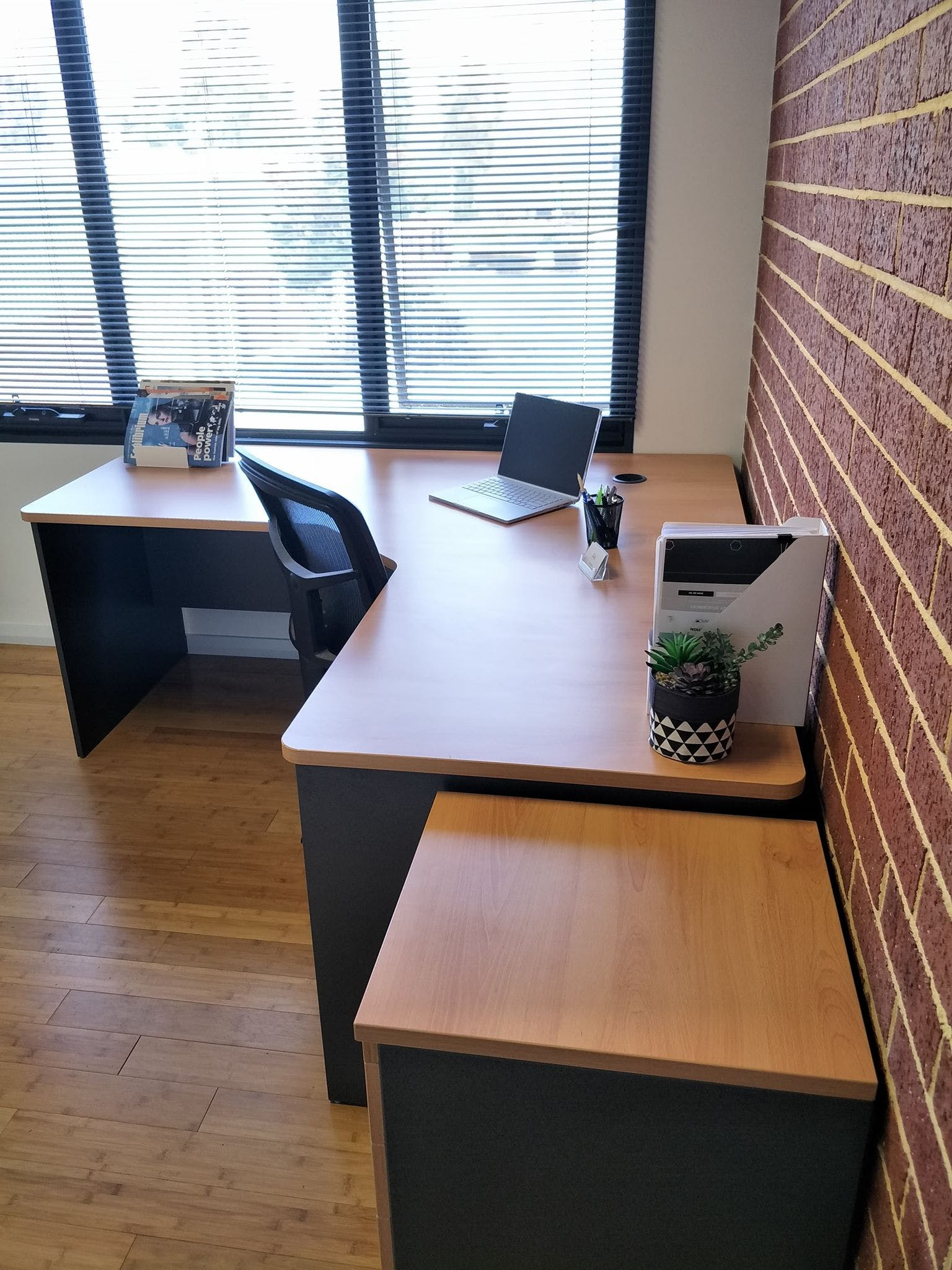 Private office at 10 Ledgar, image 1