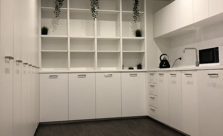 Rent a room in this stylish salon in South Yarra, image 5