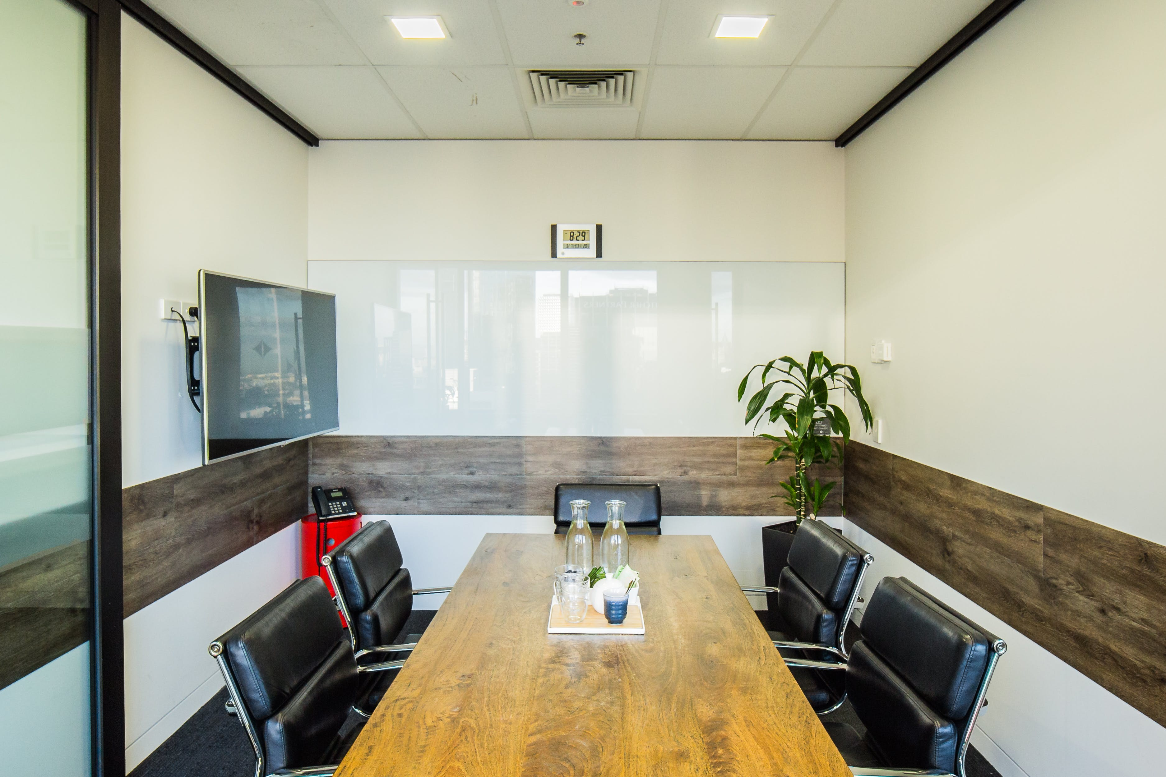 The Queensbridge, meeting room at The Cluster, image 2