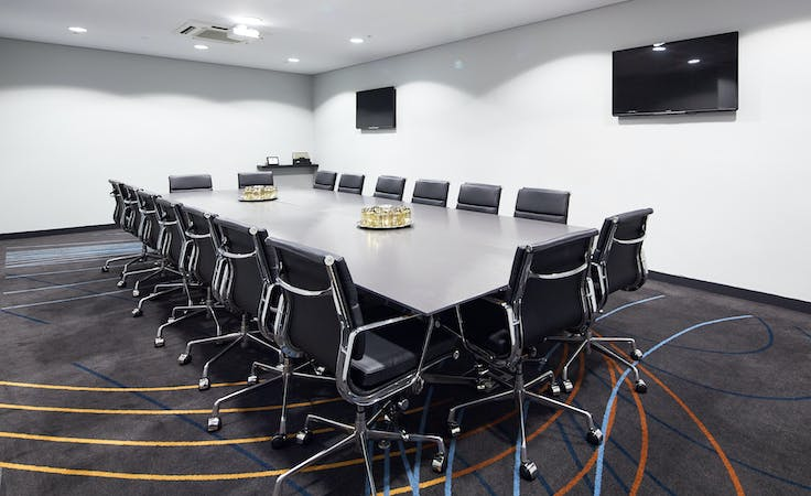 Piper, meeting room at Rydges Sydney Airport, image 1