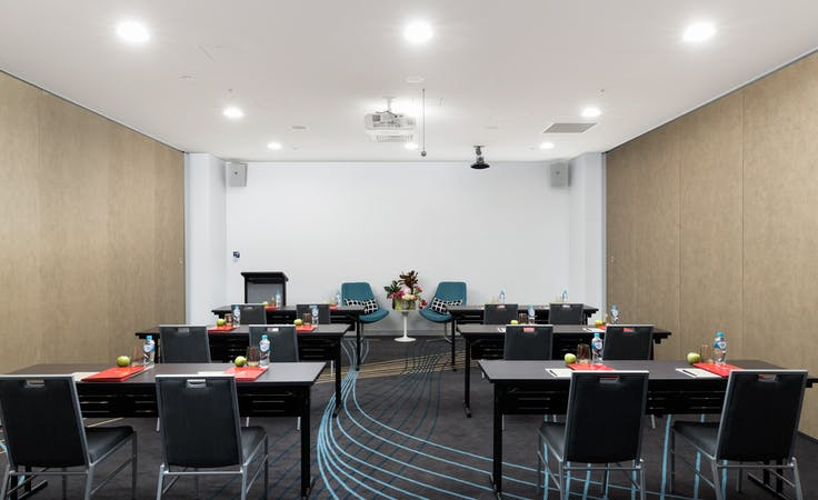 Hercules, multi-use area at Rydges Sydney Airport, image 3