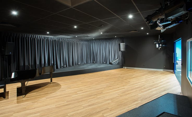 This is the perfect space for entertainers & creators, image 1